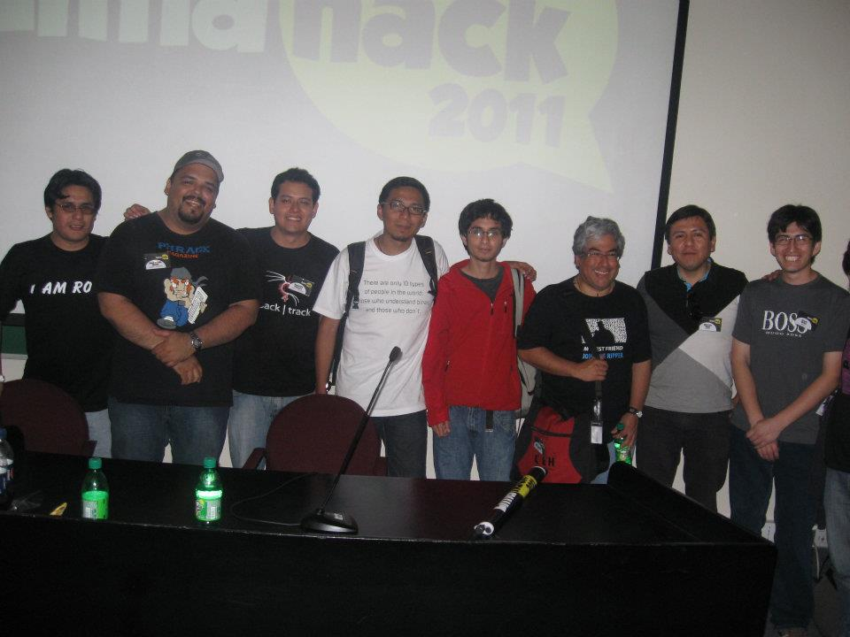 LimaHack 2011: I'm the guy in red coat XD